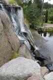 Wasserfall und Felsen in Kotka, Finnland lizenzfreie stockfotografie