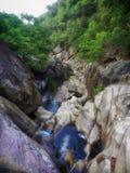 Wasserfall und Fluss stockbilder