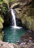 Wasserfall und kleiner See im Regenwald von Khao Sok sanctuar Stockbild