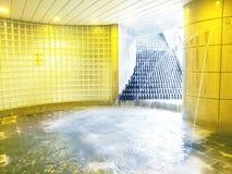 Wasserfall und Pool Stockbilder