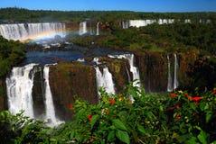 Wasserfall und Regenbogen Lizenzfreie Stockfotos