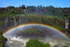 Wasserfall und Regenbogen Stockfotos
