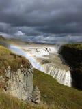 Wasserfall und Regenbogen Lizenzfreie Stockbilder