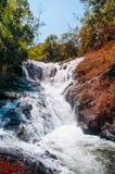 Wasserfall und Wald Dalanta in Dalat, Jahreszeit Vietnams im Fr?hjahr lizenzfreie stockfotografie