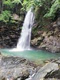 Wasserfall von Abgbalala-Fällen in tropischen Regenwald in Mindoro lizenzfreie stockbilder