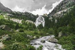 Wasserfall von Fluss Toce, Formazza-Tal Stockbild