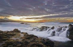 Wasserfall von Meer Stockfoto