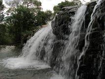 Wasserfall von Moinho Carrancas MG lizenzfreie stockbilder