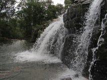 Wasserfall von Moinho Carrancas MG lizenzfreie stockfotos