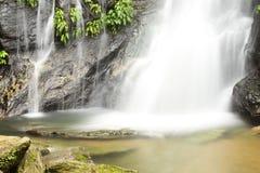 Wasserfall Wald des tropischen Regens Lizenzfreies Stockfoto