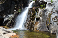 Wasserfall in Yosemite-Park Lizenzfreie Stockbilder