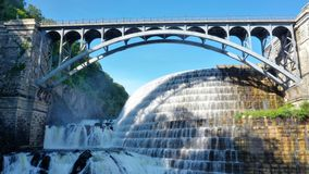 Wasserfallbrücken-Parkverdammung lizenzfreie stockfotografie