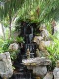 Wasserfallgarten stockbilder