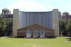 Wasserfallgebäude Stockfoto