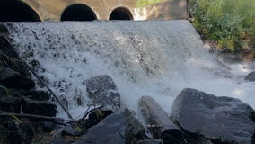 Wasserfallhintergrund in der Zeitlupe stock video footage