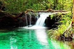 Wasserfalllandschaft. Lizenzfreies Stockfoto