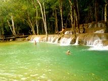 Wasserfallschwimmenloch Stockfoto