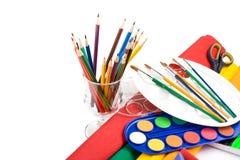 Wasserfarbenlacke, -bleistifte und -pinsel Lizenzfreie Stockbilder