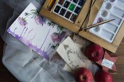 Wasserfarbfarben und -PALETTE lizenzfreie stockbilder