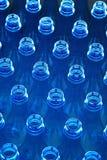 Wasserflaschen in der Fabrik Stockfotografie