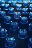 Wasserflaschen in der Fabrik Stockfoto