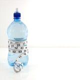 Wasserflaschen-Diätkonzept Stockfoto