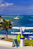 Wasserflugzeug setzte auf Elbo-Cay, Abakus, Bahamas auf den Strand Stockfoto