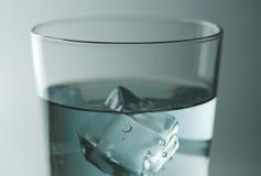Wasserglas lizenzfreie stockbilder