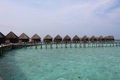 Wasserhäuser in einer Linie stockfotografie