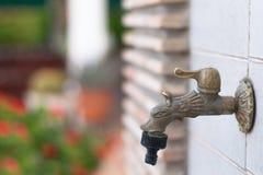 Wasserhahn in einem Garten Lizenzfreie Stockbilder