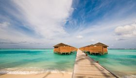 Wasserhütten am Strand Stockbild