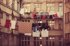 Wasserij, kledingstuk, linnen droog op lucht openlucht royalty-vrije stock afbeelding