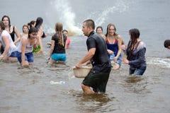 Wasserkampf auf Kiew-Strand Stockfotografie