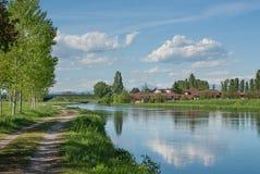 Wasserkanal für Bewässerung Lizenzfreie Stockfotografie
