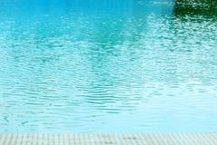 Wasserkräuselung im Swimmingpool Lizenzfreie Stockbilder