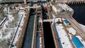 Wasserkraftkraftwerk, Lufttrieb stock video