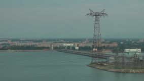 Wasserkraftwerk auf der Wolga stock video