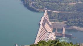 Wasserkraftwerk auf Drina-Fluss stock video