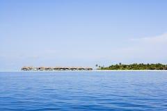 Wasserlandhäuser von der Ozeanseite Stockfotos