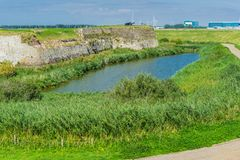 Wasserlandschaftslandschaft mit Straße Lizenzfreie Stockfotografie