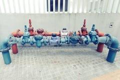 Wasserleitungen verbunden mit Ventilwasserversorgungssystem Lizenzfreie Stockbilder