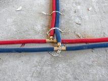 Wasserleitungsinstallation im Raum stockfotos