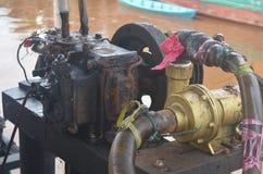 Wassermaschine nach repariert mehr als man Stockfoto
