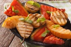 Wassermelone, Birne, Apfel und Melone grillten Nahaufnahme horizontal Stockfotos