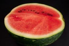 Wassermelone geschnitten zur Hälfte Stockfoto