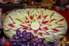 Wassermelone geschnitzt stockbilder