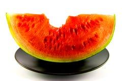 Wassermelone mit Bissen-Markierung Stockbild