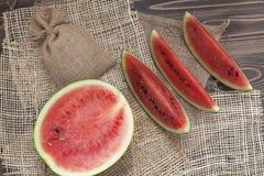 Wassermelone mit Sackhintergrund Lizenzfreies Stockbild