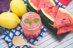 Wassermelone Smoothieerfrischung geschmackvoll vom Sommer, das Gesundheit benefi lizenzfreie stockfotografie