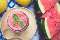 Wassermelone Smoothieerfrischung geschmackvoll vom Sommer, das Gesundheit benefi stockfotos